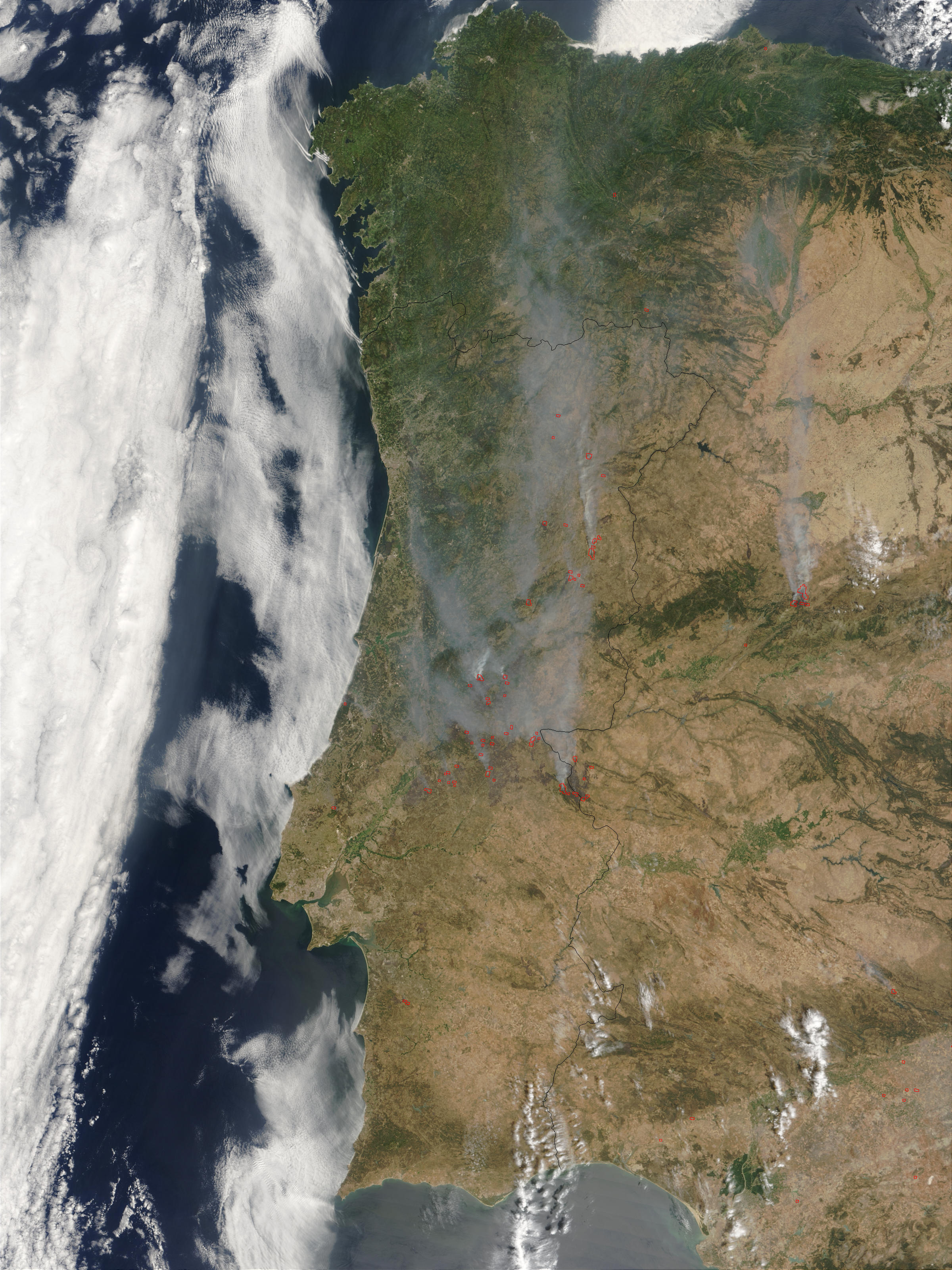 Image of Terra/MODIS 2003/216 11:30 UTC Fires and smoke across Portugal<br>(morning overpass), Pixel size 250m