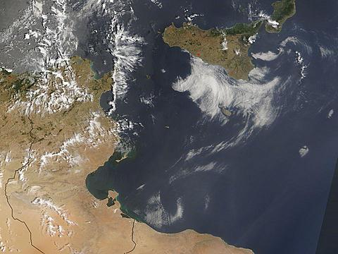 AERONET_Lampedusa.2007173.terra.2km.jpg